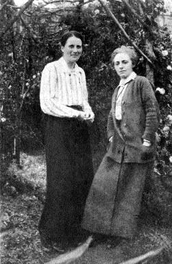 Kathleen Lynn (left) and Madeleine ffrench-Mullen in 1919